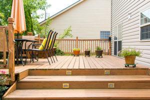Trætrappe terrasse - Sikker adgang med brede trin